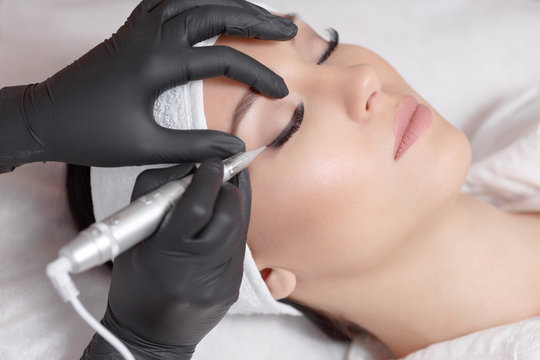 Here Is What You Must Know About Semi-Permanent Eyeliner